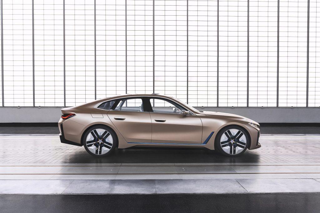 BMW Concept i4 Sağ Yan Kısmı