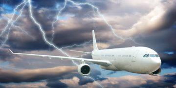 Uçaklar Yıldırım Düşmesinden Nasıl Korunur!