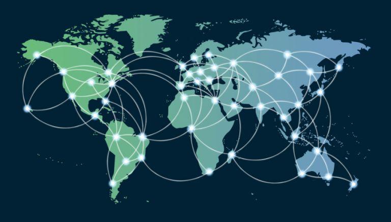 CDN (İçerik Dağıtım Ağı) Nedir? CDN (Content Delivery Network), Türkçe ismi ile İçerik Dağıtım Ağı , web sitesinde yer alan içeriklerin, siteyi ziyaret eden kullanıcılara en yakın CDN sunucusundan vererek sitenin olağan hızının daha da artırılmasını sağlamaktadır. Her ne kadar Türkçe anlamı İçerik dağıtım ağı olsa da genel olarak CDN ifadesi daha çok kullanılır. Sitenin hızını artıran ve SEO açısından öneme sahip bu kavramı sizlere açıklayacağız. CDN Nedir? CDN, web sitesinde yer alan statik içerikleri (çok nadir olarak değişen ve çoğunlukla veritabanı ile ilişkili olmayan içerikler) önbelleğe alır. Statik olan içerikler HTML, CSS , JavaScript ve resim dosyalarından oluşmaktadır. Herhangi bir kullanıcı sitenizi ziyaret ettiği zaman, kullanıcıya en yakın sunucu CDN'de içeriği hazırlayarak hızlı bir biçimde ziyaret eden kullanıcıya ulaştırır. Bu sayede kullanıcılar içeriğe olduğundan daha hızlı ve basit bir biçimde ulaşır ve site hızınız oldukça olumlu etkilenir. Sunucu ile kullanıcı arasında bulunan mesafe ne kadar uzun olursa kullanıcının içeriğe ulaşması da o kadar uzun olmaktadır. Sunucunun gecikme süresi tam olarak site sahibinin isteğine verdiği cevaptır. Yani kullanıcının içeriğe tıklayıp içeriğe ulaşana kadar geçirdiği vakittir. Gecikme süresi daha da arttıkça bu durum sahip olduğunuz siteyi SEO açısından oldukça kötü bir duruma düşürebilmektedir. Bu durumda CDN, adeta siteyi kullanıcıya yakınlaştırarak gecikme süresini en az seviyeye indirir. CDN'in Faydaları Nelerdir? İçerik dağıtım ağının sitenize birçok olumlu etkisi bulunmaktadır. İçerik dağıtım ağı çoğunlukla sunucu gecikme süresini iyi hale getirmek için kullanılır. Fakat bunun dışında da CDN kullanmak için geçerli olan birbirinden farklı nedenlerde bulunmaktadır: 1- Site hızını artırır: Çoğu insan CDN'nin hız üzerindeki etkisine odaklanmaktadır. Herkesin temel amacında daha hızlı bir site oluşturmak vardır. Bunun içinde site sahipleri mümkün olan tüm hızlandırma tekniklerini kullanmaktadır. Bunun içind